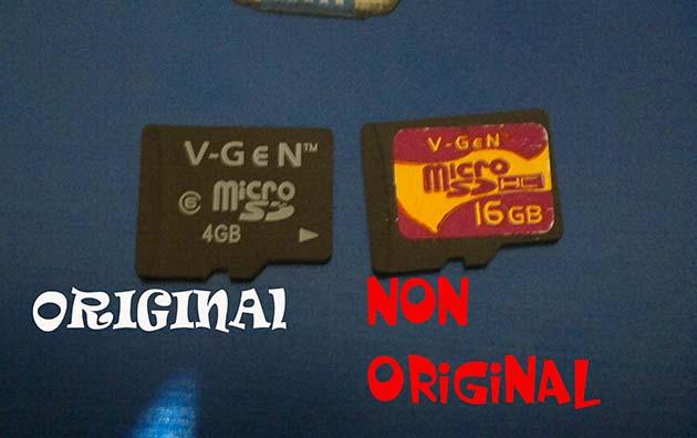Berikut ini gambar perbedaan antara Micro SD Asli dengan yang Palsu :